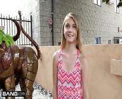 Petite teen Hannah Hays cheats on bf in public from गरम एनआरआई बच्चा अनुभवहीन bf के पर दोपहर का भोजन टूटना में गाड़ी